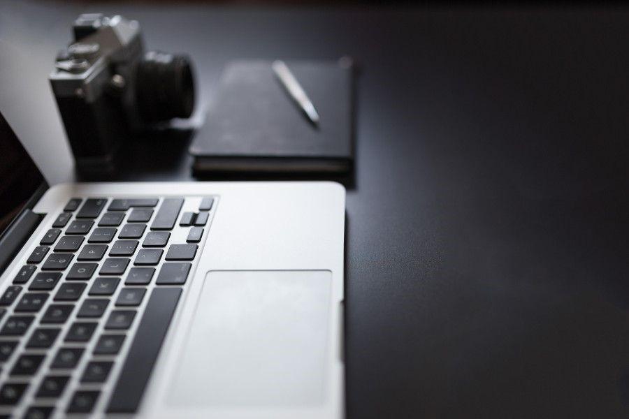 Tietokone, kamera ja muistio